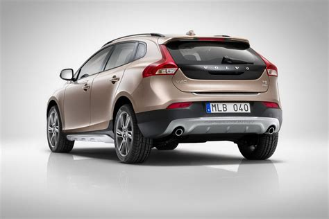 volvo v40 cross country to be unveiled in india in april