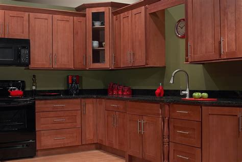 maple cabinets with nutmeg cinnamon stain kitchen