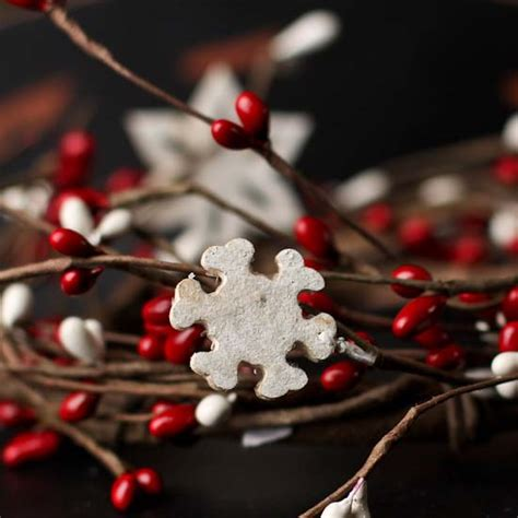 candle ring snow red berries snowflake and pip berry candle ring pip berries primitive decor