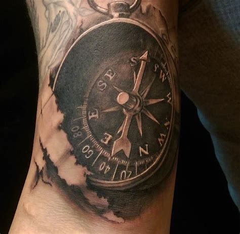 compass tattoo piece astonishing compass piece tattoo tatou pinterest