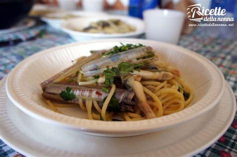 come si cucinano i cannolicchi spaghetti ai cannolicchi ricette della nonna