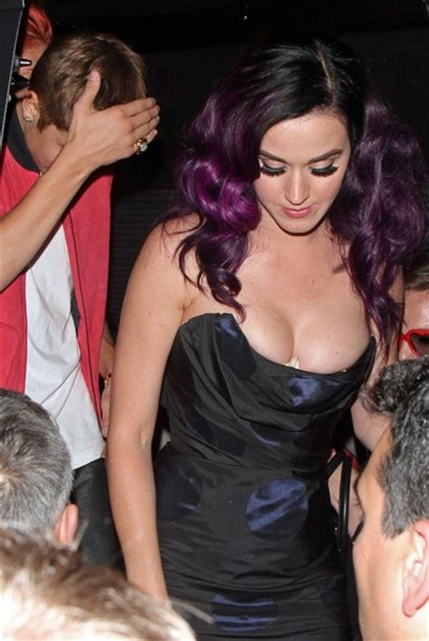 Katy Perry Wardrobe Malfuntion by Leave Katy Perry S Premiere Zimbio