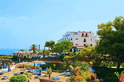 kalos hotel giardini naxos hotel kalos giardini naxos 117 900 ft t 243 l