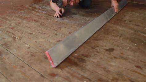 vinylboden auf alten pvc boden verlegen neuen belag auf holzboden verlegen planeo