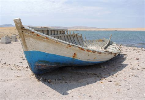 broken boat broken boat sail pictures to pin on pinterest pinsdaddy