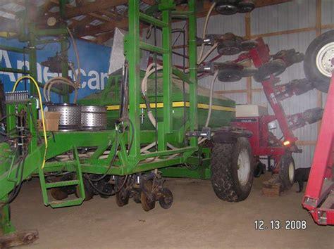 viewing a thread fertilizer on a corn planter