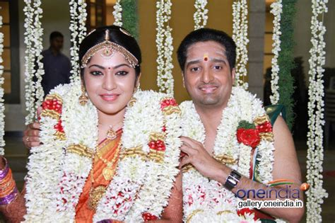 vijay television anchor priyanka marriage photos photos vj ramya weds aparajith pictures images 419948