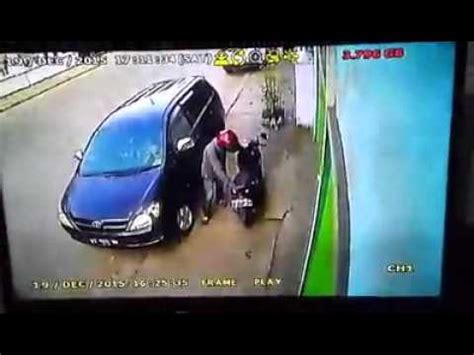 Cctv Parkir Mobil pencuri dan begal mobil parkir terekam kamera cctv