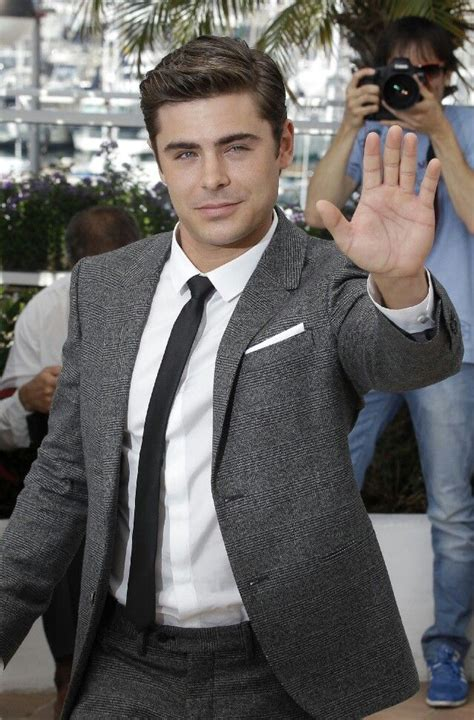 zac efron hands top 262 ideas about zac efron on pinterest red carpets