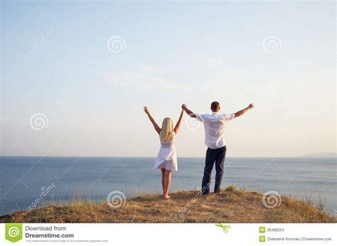 imagenes de dios levantando al caido man and woman raising their hands to the sky stock images