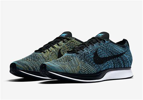 Nike Flyknite Racer Pria nike flyknit racer blue glow 2017 retro release sneakernews