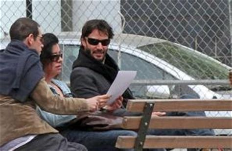 keanu reeves on a bench keanu reeves has a relaxing day in the city