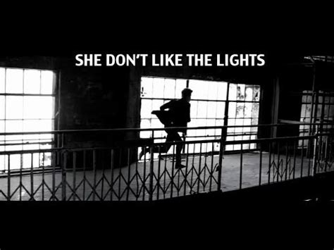 She Don T Like The Lights by Justin Bieber She Don窶冲 Like The Lights Tekst Piosenki T蛯umaczenie Piosenki Teledysk Na