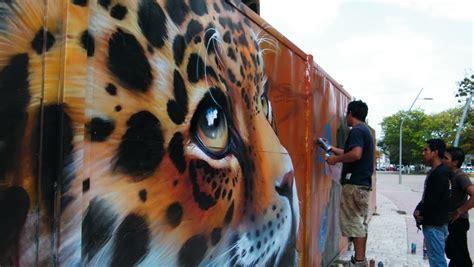 vinicio portela pintan graffiteros mega mural en el