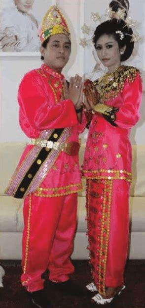 nama pakaian adat sulawesi utara  penjelasannya