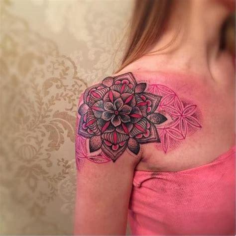 tatuaże mandala pomysły i wzory tatuaży dla kobiet