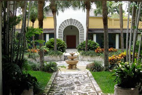 bonnet house courtyard of the bonnet house