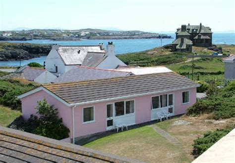trearddur bay bungalows around about britain hotels b bs self catering