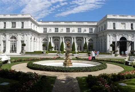 the great gatsby mansion thrillist presents 20 american mansions that are great