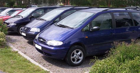 Ford And Chrysler by File Vans Ford Galaxy Vw Sharan Chrysler Voyager Jpg