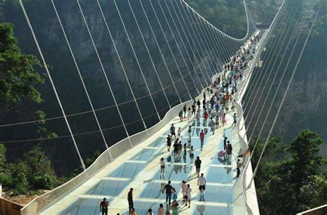 Zhangjiajie glass bridge guidance advice during peak