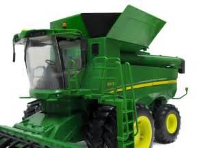 Ertl john deere s670 combine big farm series 1 16 46070 by tomy