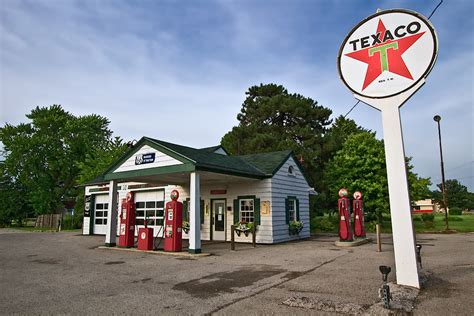 PHOTO: Old Texaco Station on Route 66 in Dwight, Illinois