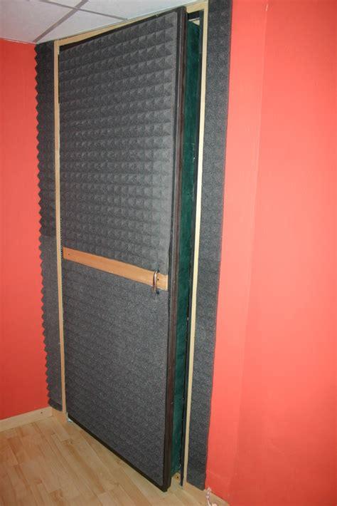 Insonorizzare Una Porta insonorizzare porta legno terminali antivento per stufe