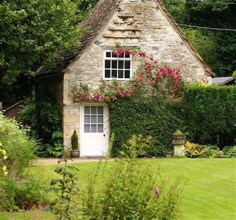 imagenes libres casa casa de co rural inglesa fotos de archivo libres de