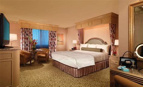 golden nugget las vegas rooms carson tower king picture of golden nugget hotel las vegas tripadvisor