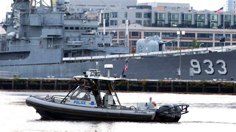 washington dc police boat navy yard shooting rage 12 killed dead suspect