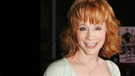 reba mcentire with short hair at 60 reba mcentire definitely isn t singing consider me