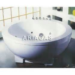 massaggio in vasca vasche idromassaggio vasca idromassaggio con tv vasca