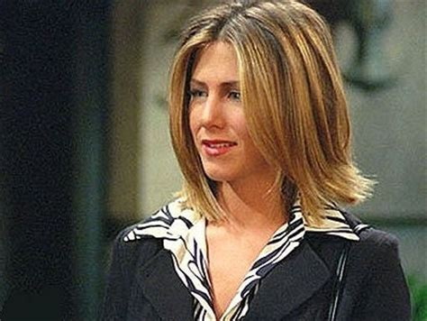 rachel greene wavy hair 9 rachel green hairstyles from friends what they say