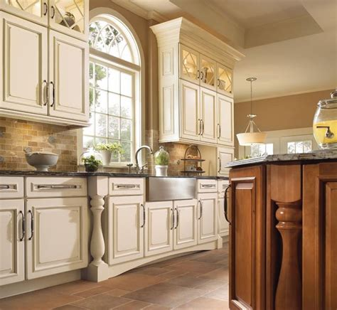 kraftmaid kitchen island best 25 kraftmaid kitchen cabinets ideas on pinterest