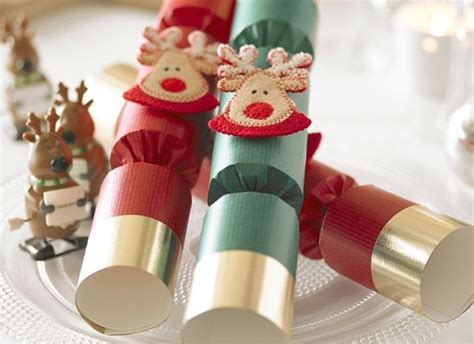 christmas cracker decorations images 50 best cracker jokes loved by parents parenting news pregnancy advice news