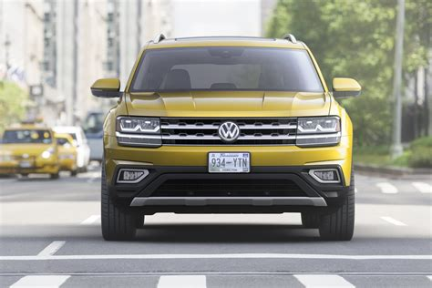 volkswagen atlas 7 seater volkswagen atlas revealed marks vw s 7 seater large