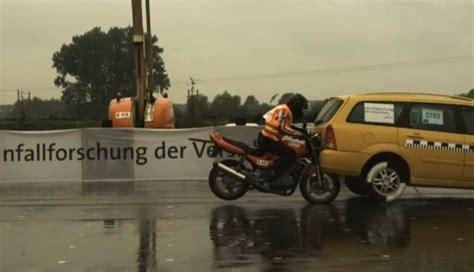 Motorrad Crashtest Videos by Motorrad Crashtest Unfall Und Unfallstudie Mit Video