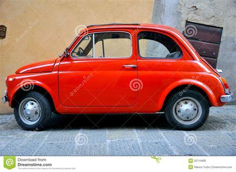 Italien Auto by Oude Auto Op De Straten Itali 235 Redactionele Foto