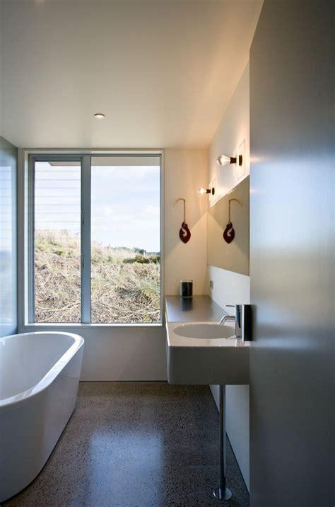 beach style bathroom designs