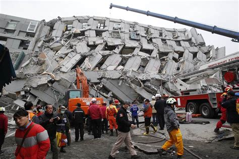 earthquake news taiwan earthquake more than 150 missing after deadly 6 4