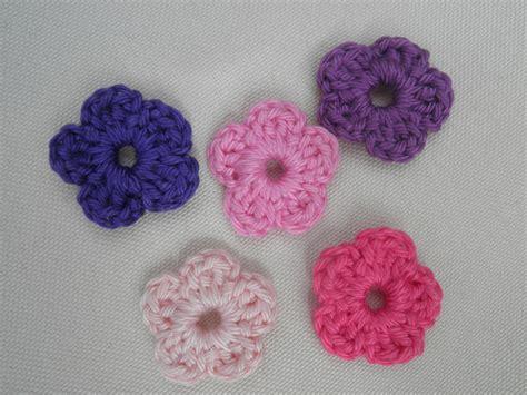 bloem haken patroon gratis haakzaken patroon gehaakt allersimpelst bloemetje