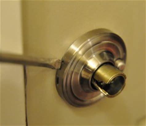 Remove Weiser Door Knob by I Can T Remove Door Knob Door Hardware