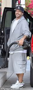 Kevin federline stocks up at grocery store but buys