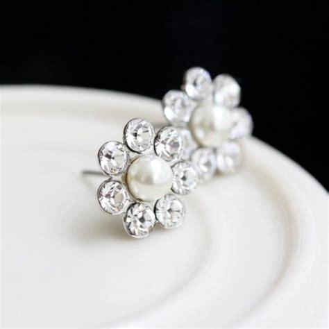 Anting Stud Pearl Flower 1 bridal earrings stud post earrings small wedding earrings simple pearl flower studs