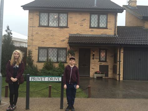 the houses of harry potter harry potters house with me and my sister harry potter