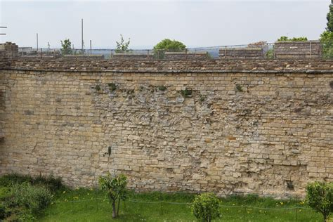 castle curtain wall file lincoln castle curtain wall 3 jpg wikimedia commons