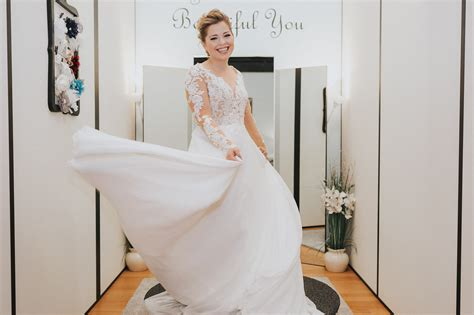 Fabs Guide To Finding The Dress To Say I Do In by Follow These 4 Steps To Find The Bridal Gown