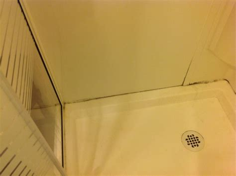 Bath Showers leak should the plastic walls of a shower kit have air