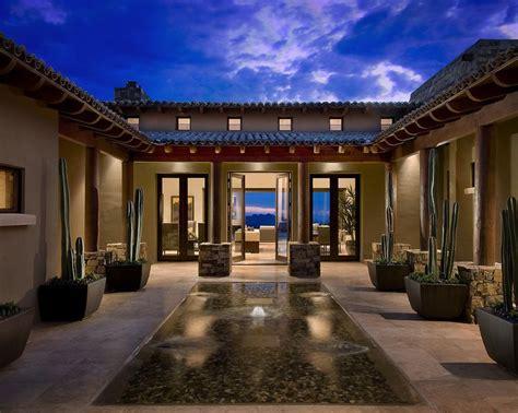 Cortile Spagnolo by Mediterraneo Facciata By Ownby Design Casas Casas